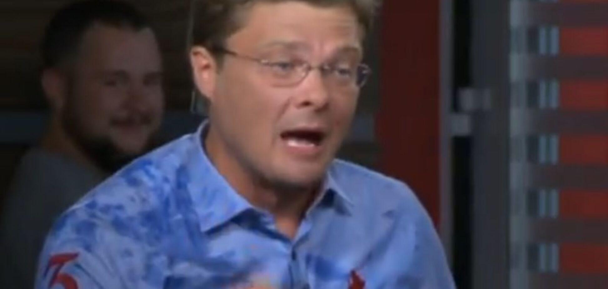 'Ах ти, пєтушок!' Відомий телеведучий України облив гостя водою в прямому ефірі
