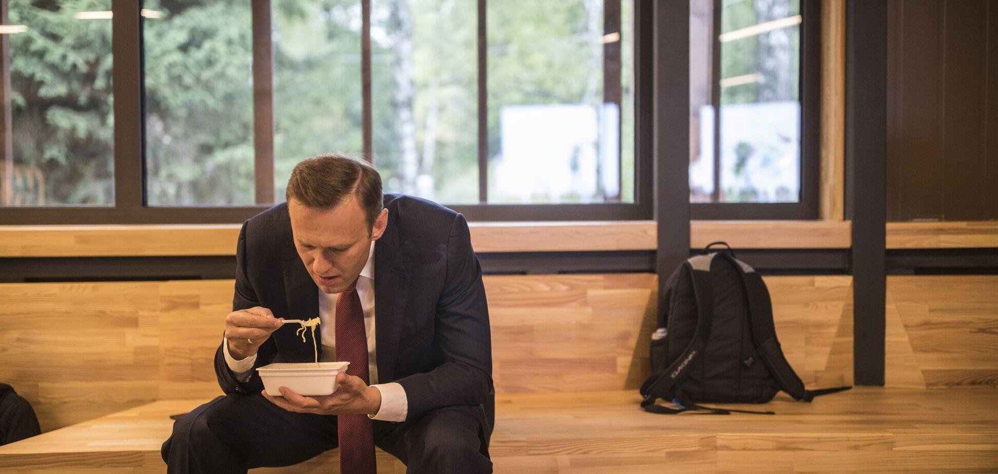 Бракує грошей на вибори? Навальний із 'Дошираком' став зіркою соцмереж