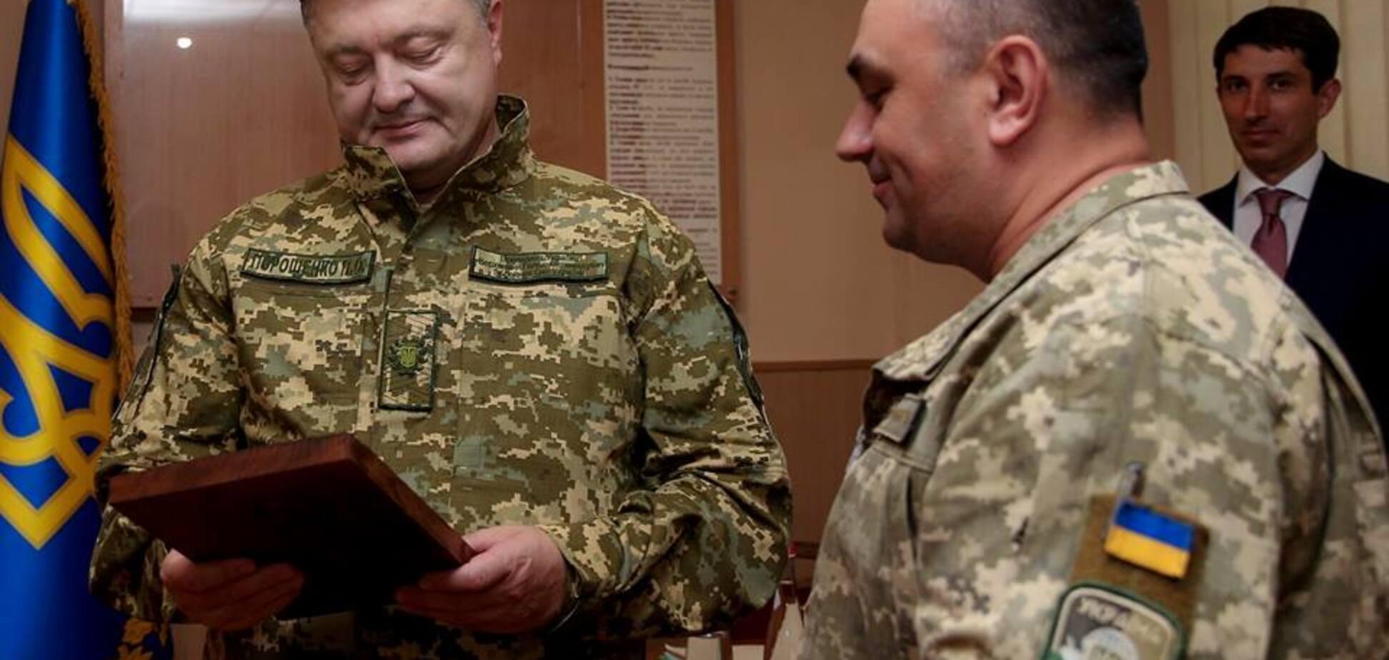 Из своего кармана: Порошенко лично передал сотни миллионов для армии