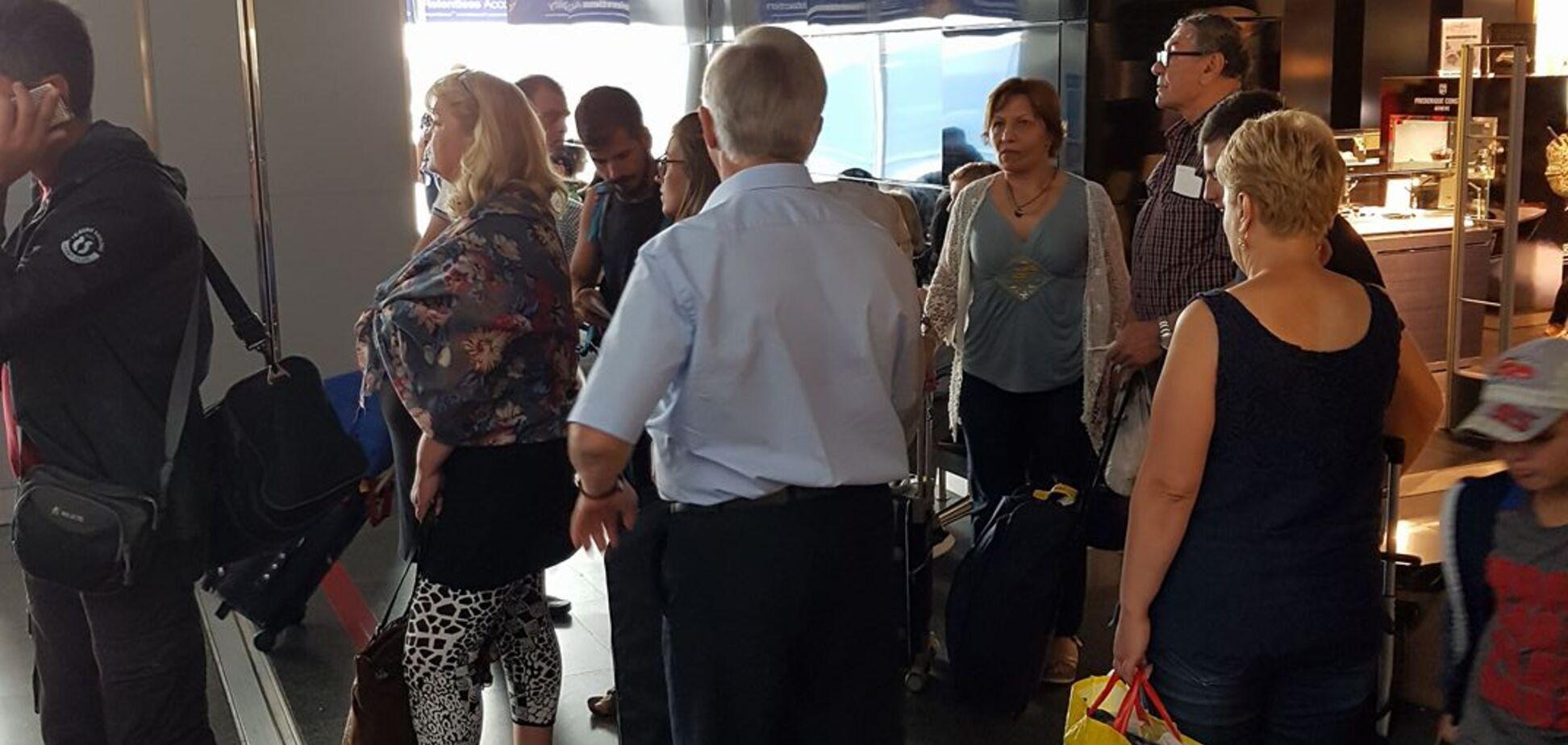 Зачастил: коммуниста Симоненко засекли в аэропорту на пути в Испанию