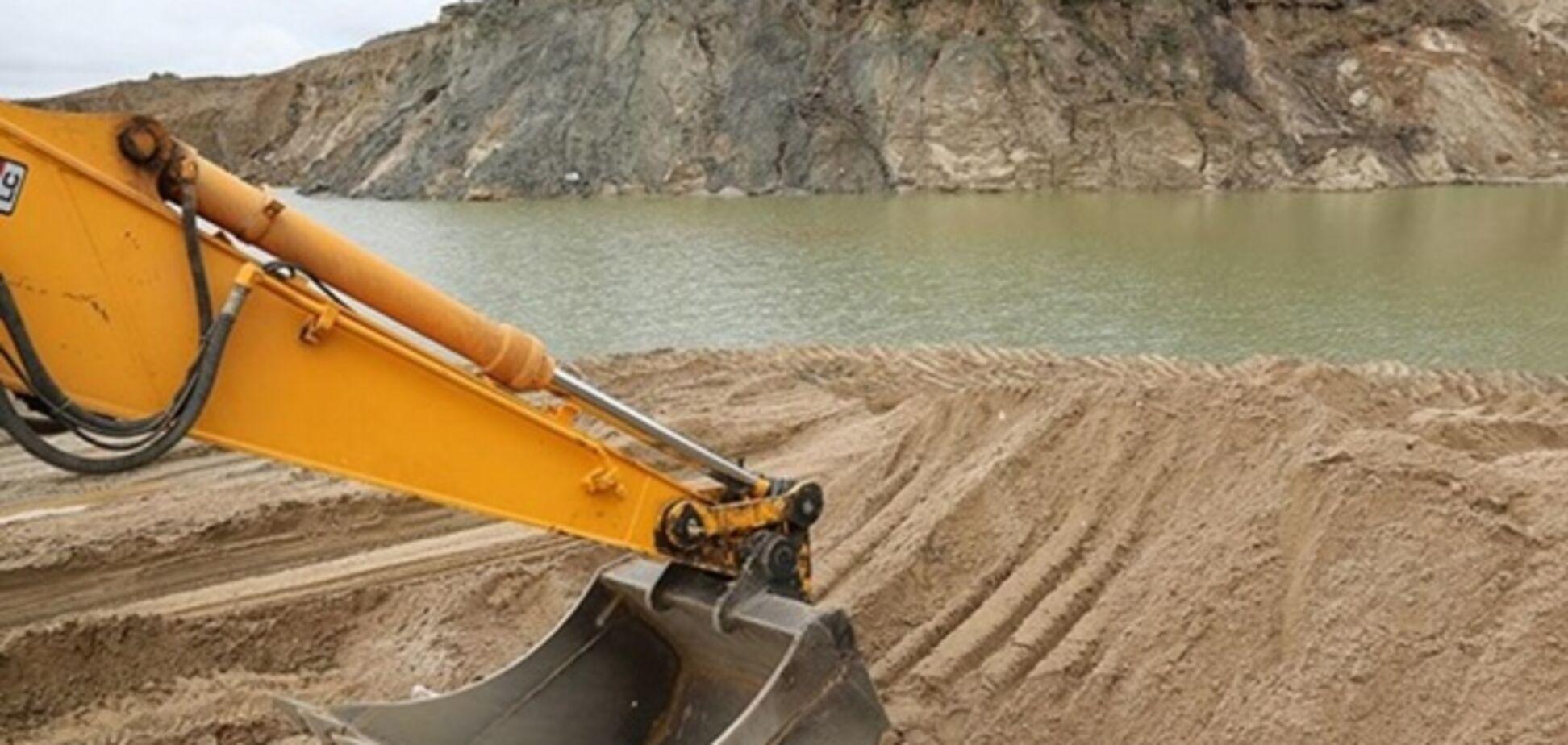 Чем грозит Киеву нелегальная добыча песка: названы непоправимые последствия