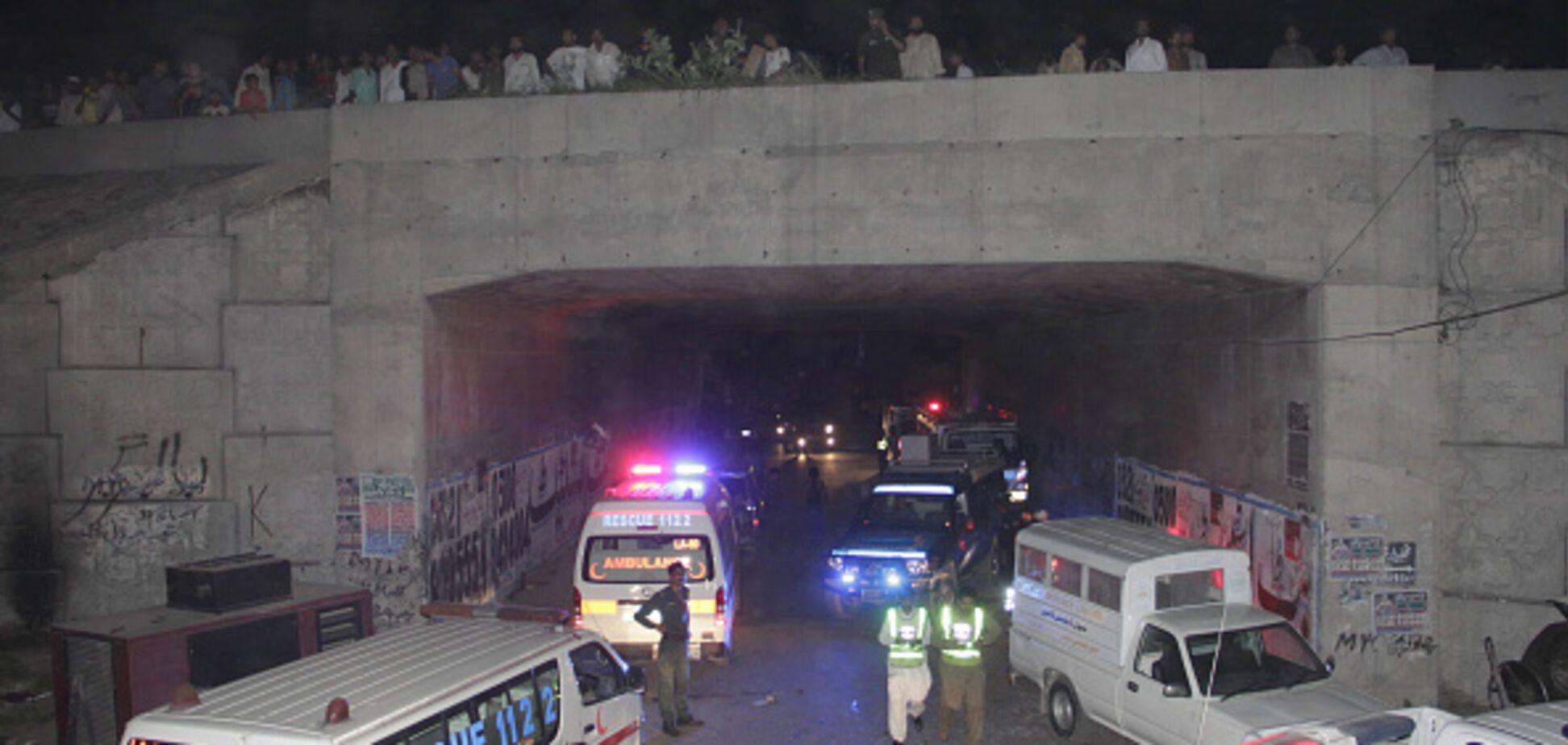 Кровавый теракт на рынке в Пакистане: опубликованы фото и видео