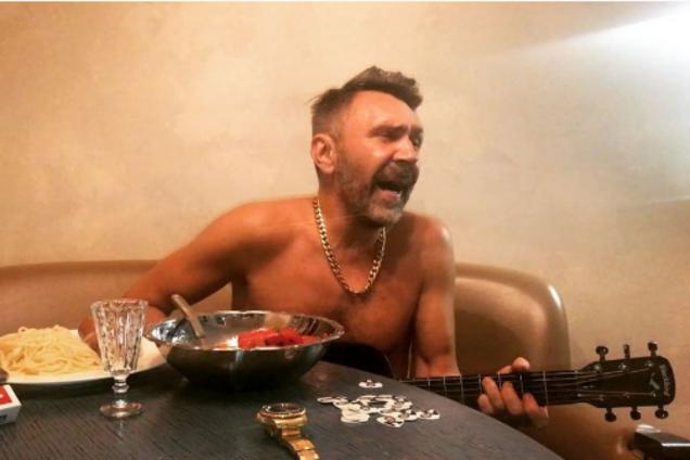 """Шнуров развелся: лидер """"Ленинграда"""" заинтриговал странным видео"""