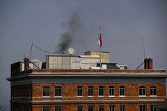 'Так пригорает у россиян': над консульством России в Сан-Франциско заметили черный дым