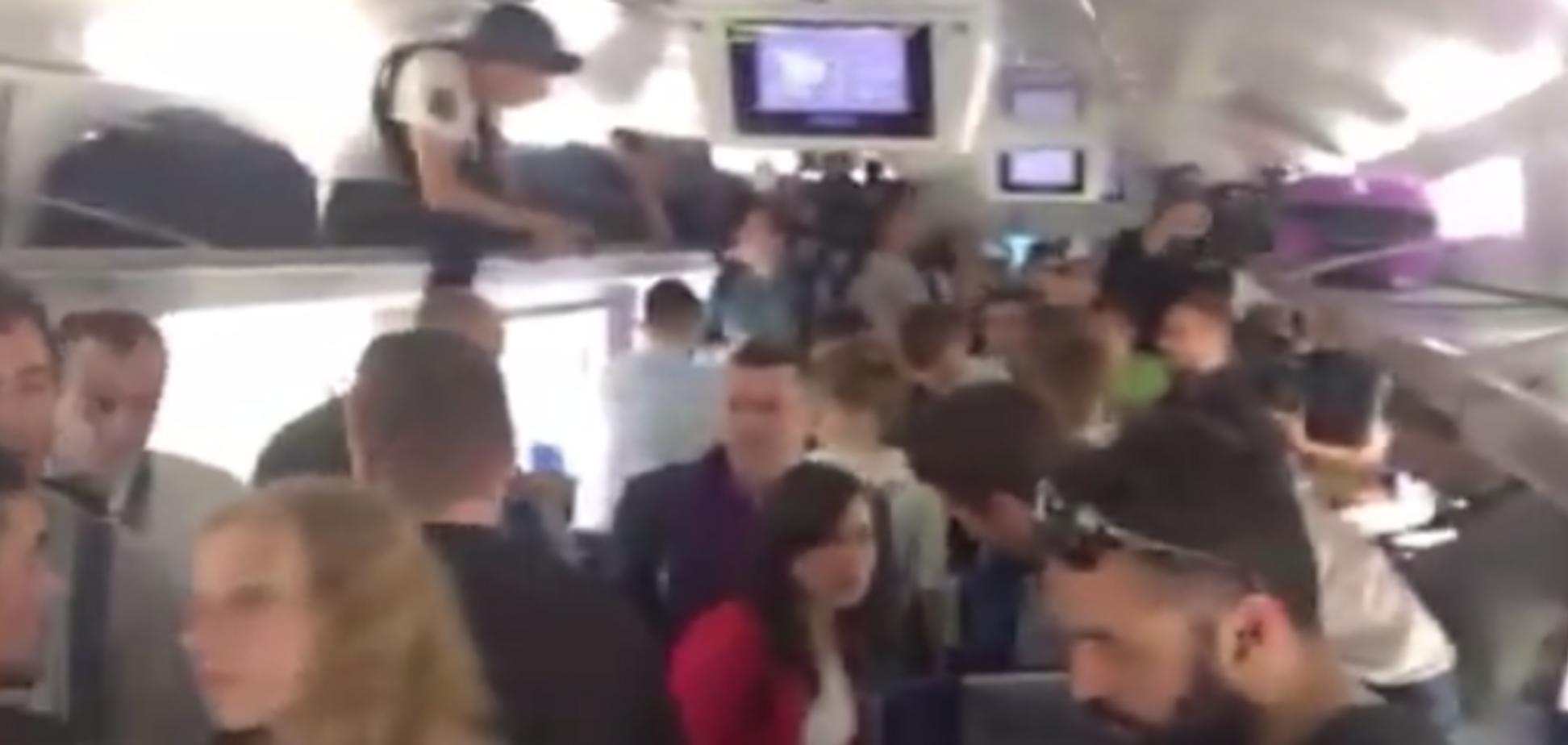 'Укрзалізниця' затримала потяг з Саакашвілі: всі подробиці по 'заручниках'