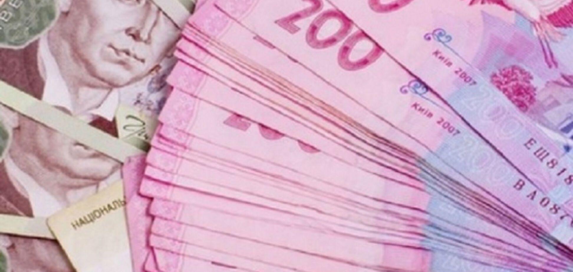 В августе рядовой сотрудник НАПК получил почти 200 тысяч гривен зарплаты