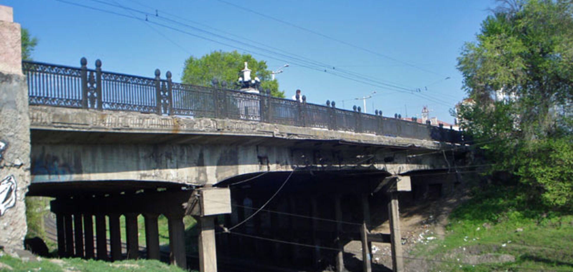 В Запорожье осталась жива женщина, упавшая с моста