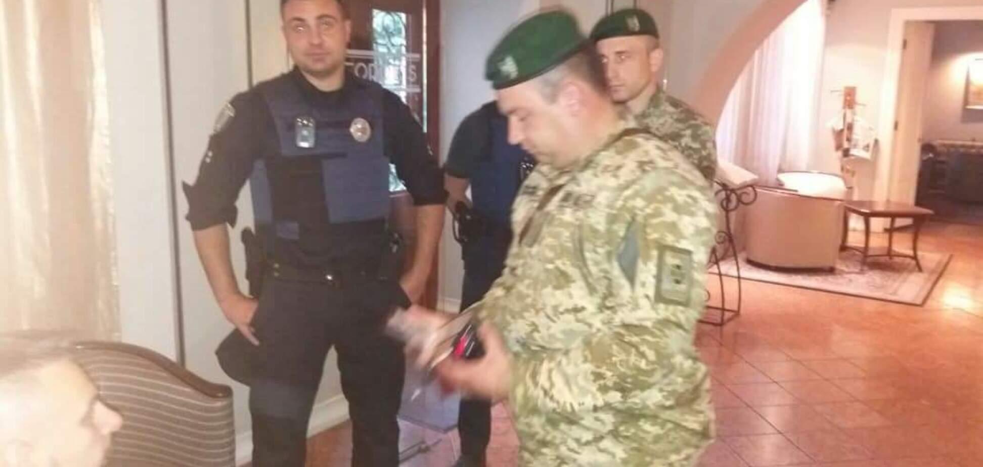 До Саакашвілі в готель пришли правоохоронці: всі деталі