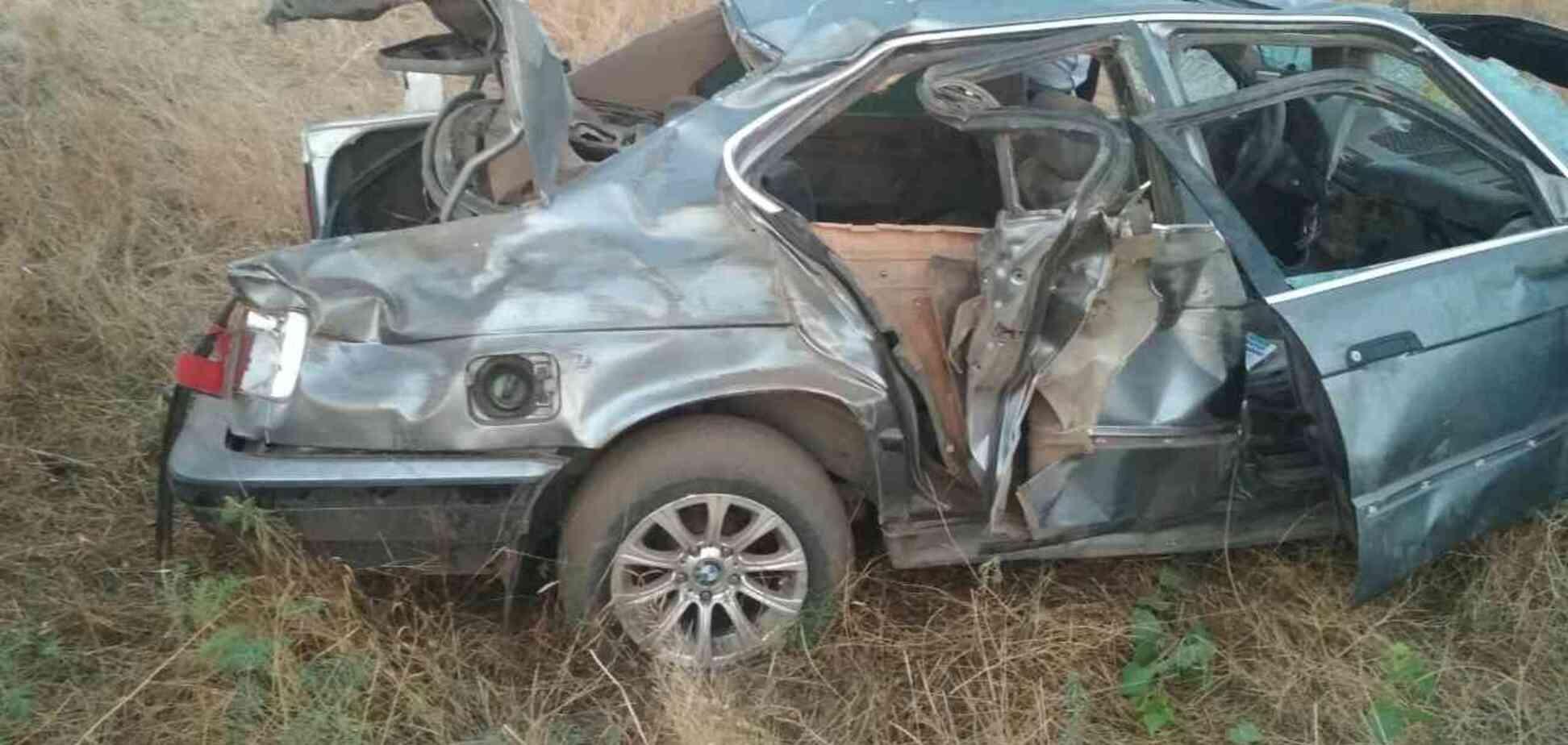 В Запорожской области ребёнка доставали из перевернувшегося автомобиля