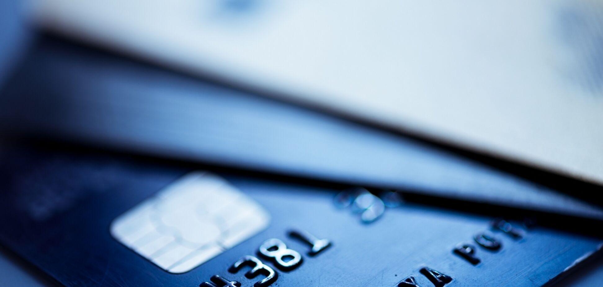 Шахрайство з карткою ПриватБанку: правозахисник озвучив свою версію