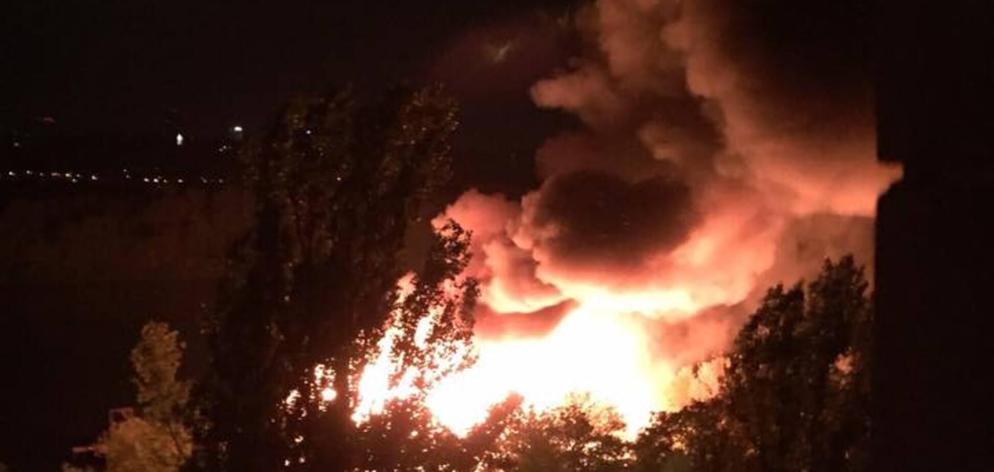 У Києві масштабна пожежа охопила ресторан: опубліковані фото