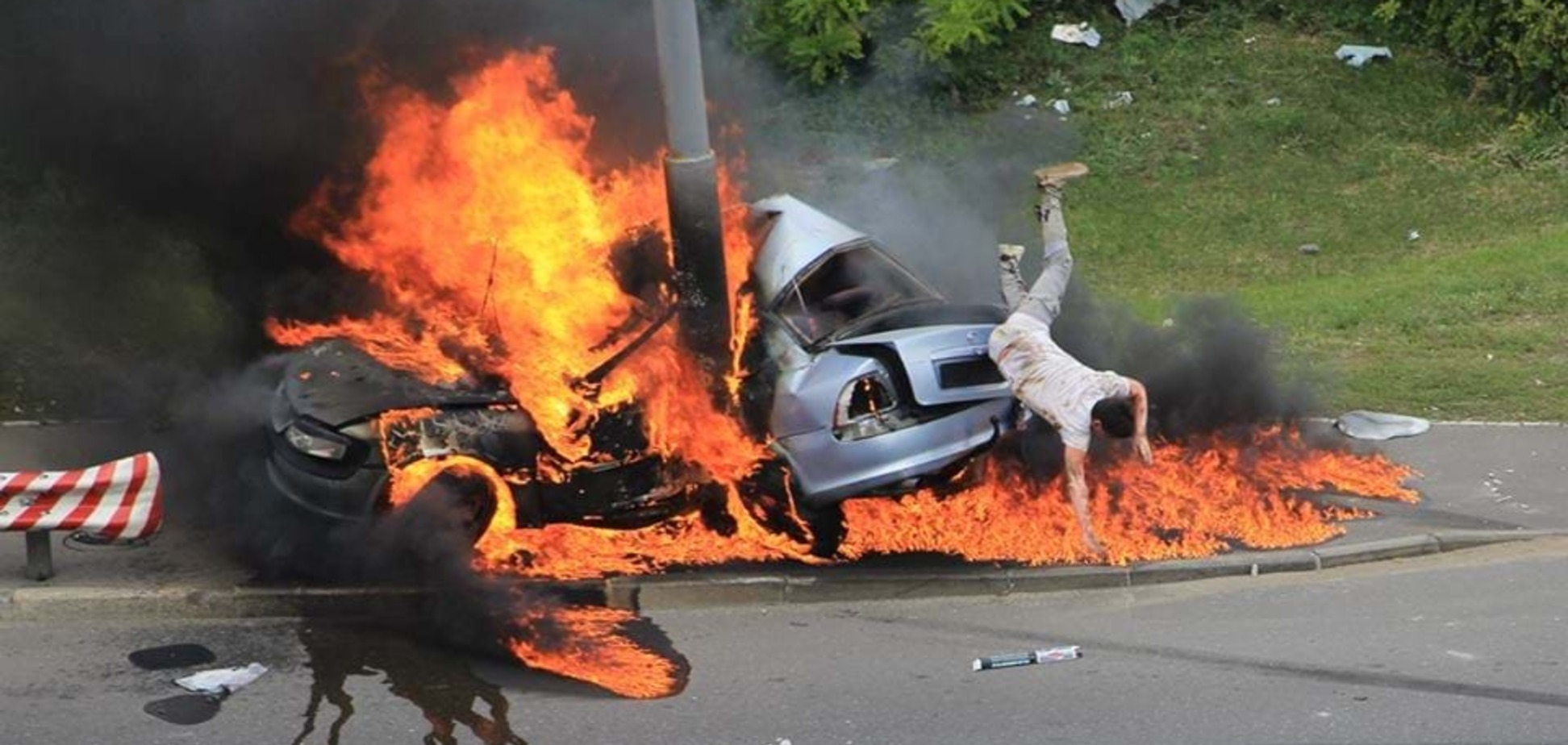 'Дива не сталося': стало відомо про долю водія, який вистрибнув із авто, що вибухнуло в Києві