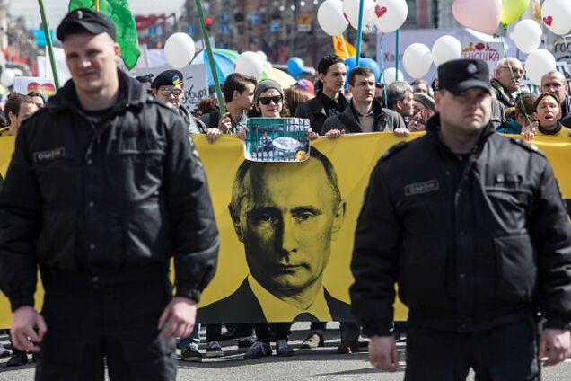 Уезжайте из этой русской клоаки