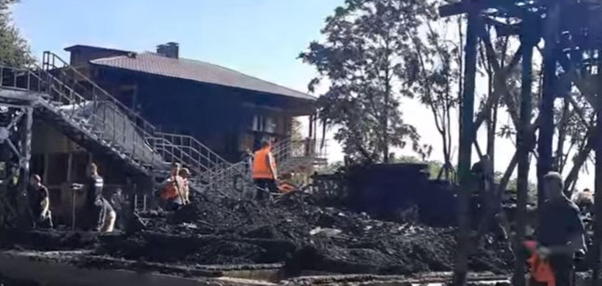Просто пепелище: на видео попали последствия страшного пожара в лагере 'Виктория'