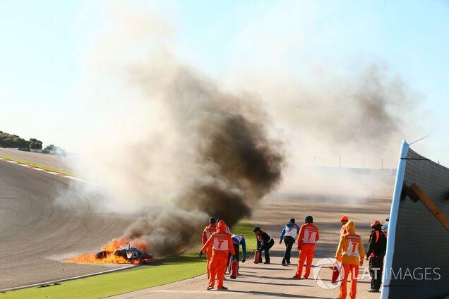 Известный мотогонщик попал в огненную аварию на этапе в Португалии: опубликовано видео