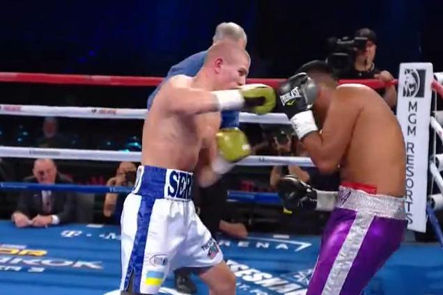 Небитый украинский боксер добыл красивую победу нокаутом: опубликовано видео