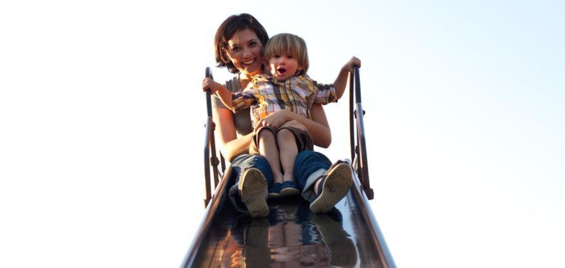 Родителям на заметку: травматологи рассказали, как нельзя спускаться с детской горки