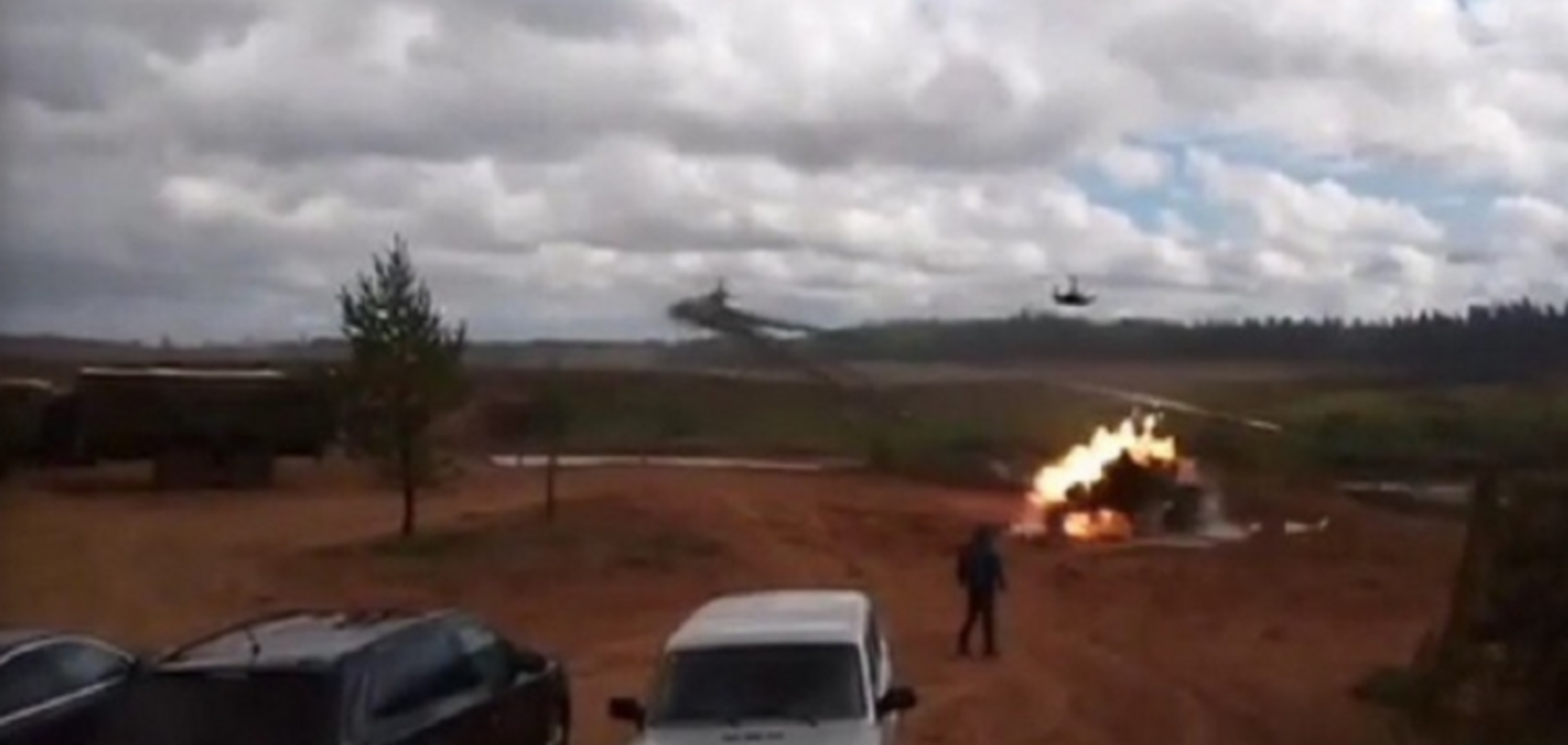 'Захід-2017': на путінських навчаннях вертоліт обстріляв глядачів, соцмережі киплять