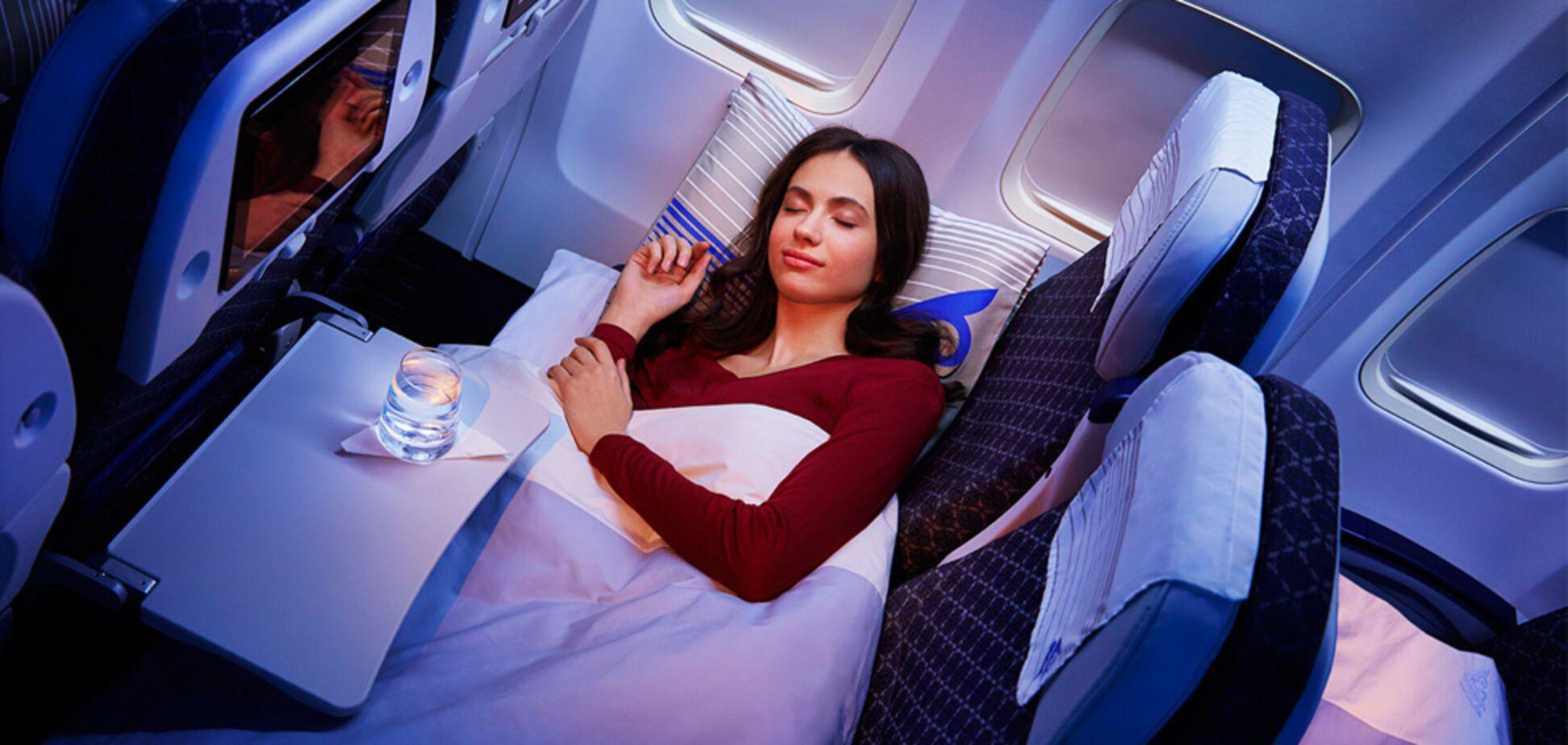 Не спіть на борту літака: лікарі попередили про небезпеку для здоров'я