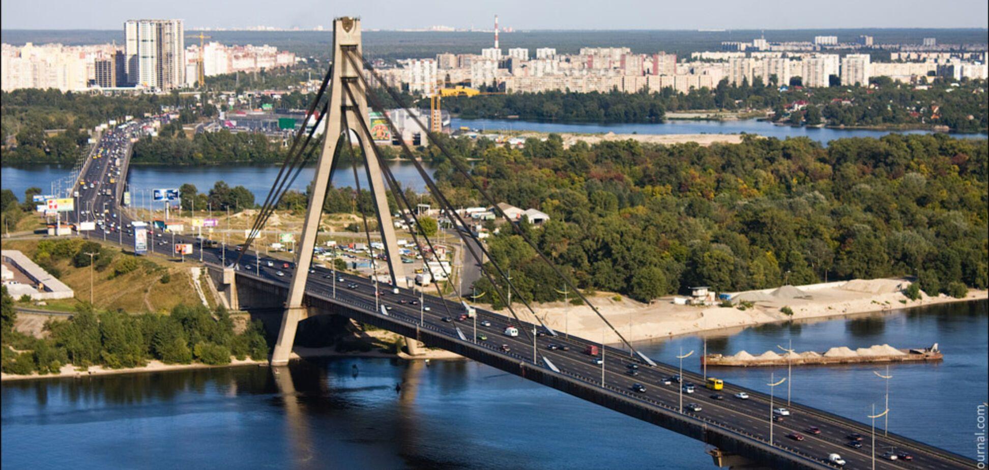 У Києві вигадали нові назви для Московського моста і метро 'Петрівка'