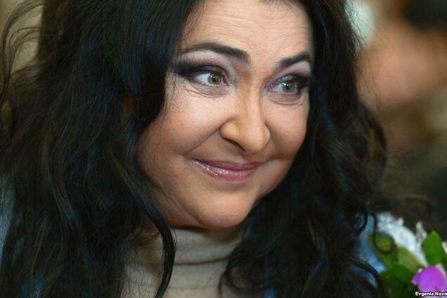 Лучше бы деньгами: запрещенная в Украине певица похвасталась странным подарком поклонника