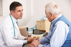 'Сердце кровью обливается': врач рассказал, как люди гробят свое здоровье