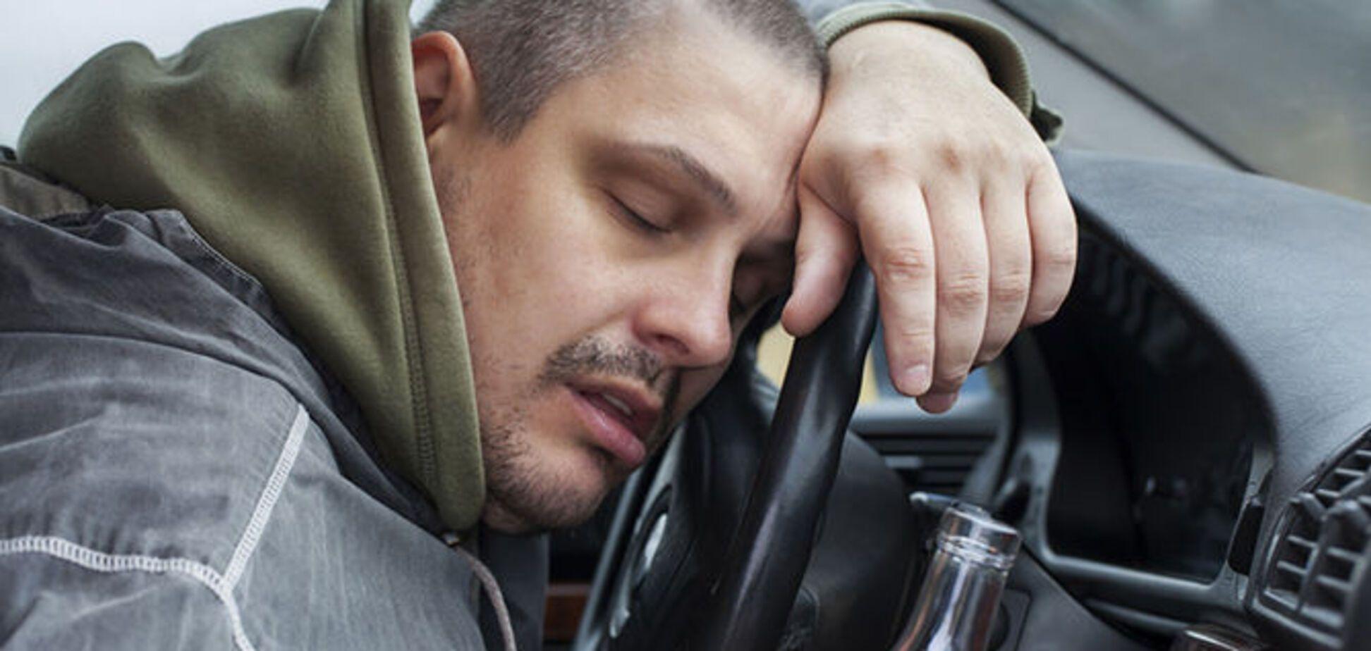 В Запорожье задержали водителя, который уснул при осмотре