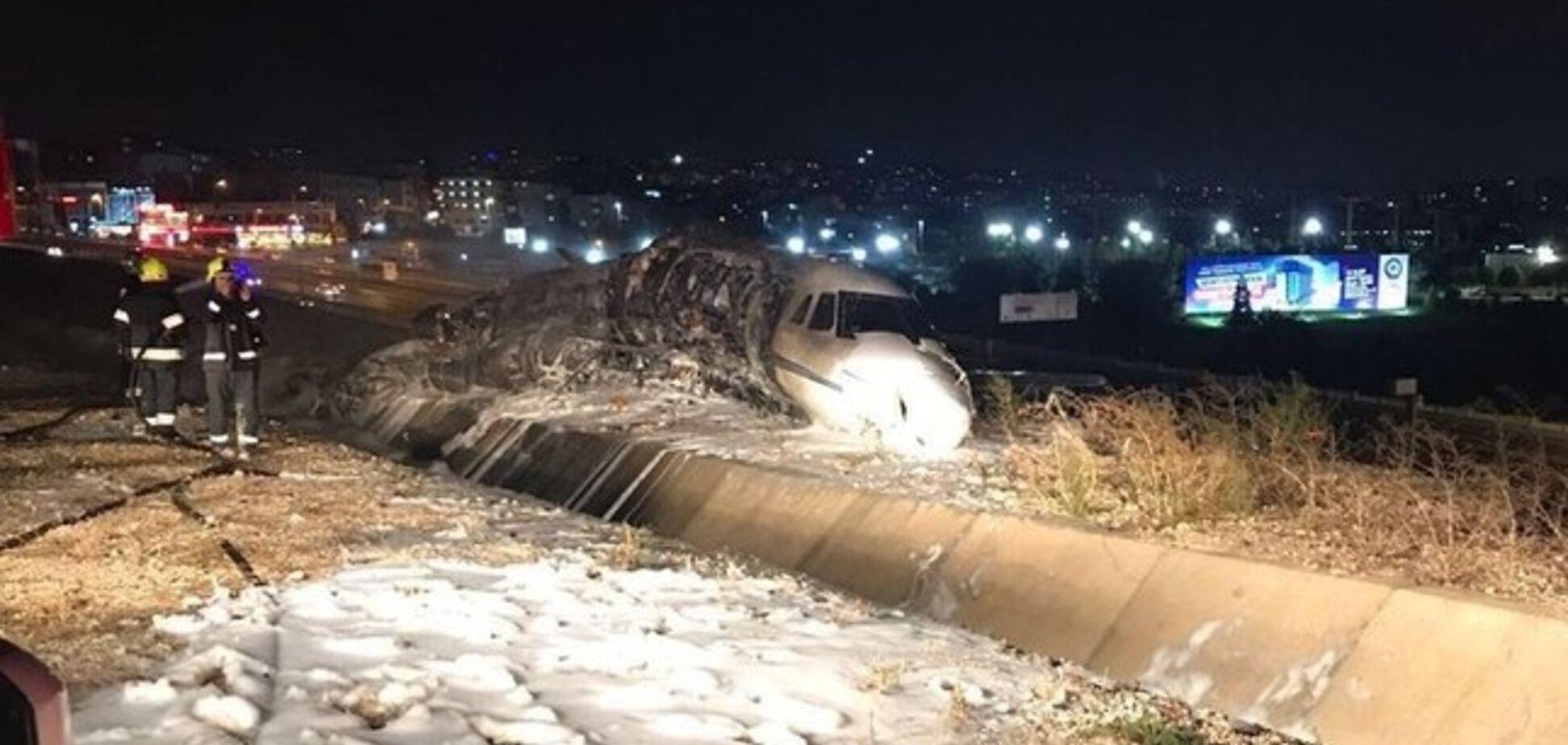 В аэропорту Стамбула разбился самолет: опубликованы фото и видео