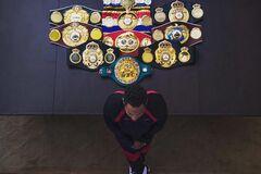 Непобедимый чемпион мира сенсационно объявил о завершении карьеры после избиения лучшего боксера России