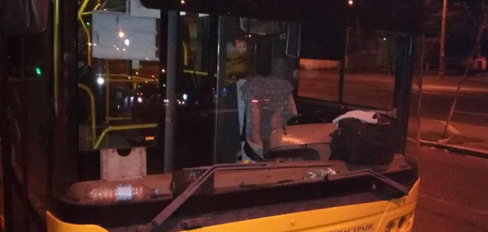 В Киеве обстреляли троллейбус: сеть в ярости