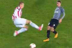 Известный украинский футболист получил длительную дисквалификацию за ужасный фол во время матча: видео инцидента