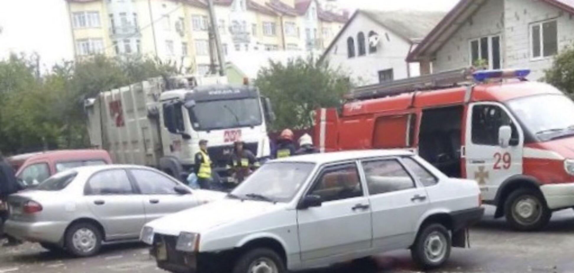 У Львові сміттєвоз влаштував криваву ДТП: є жертви