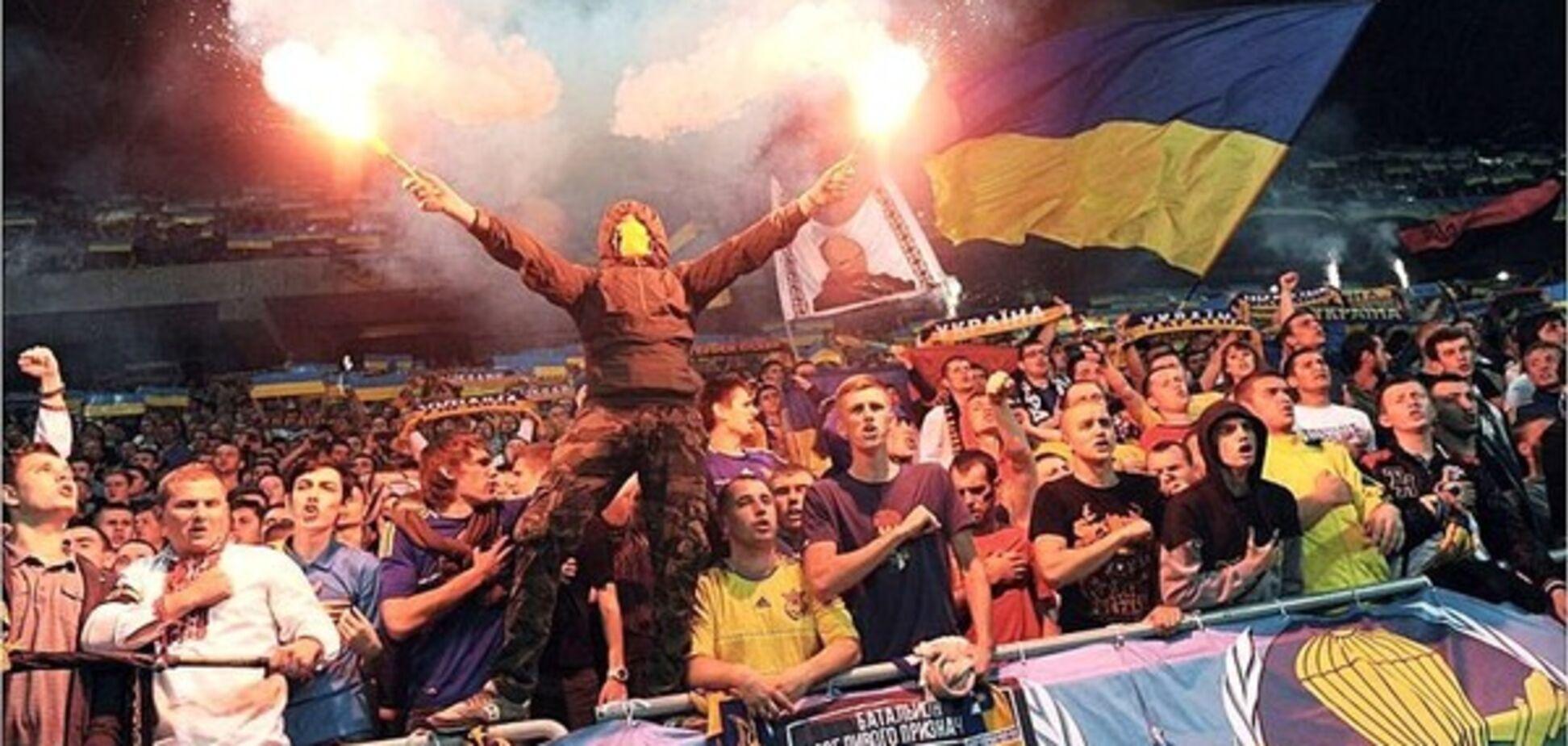 'Намагався ввести Янукович': футбольні ультрас України звернулися до Порошенка