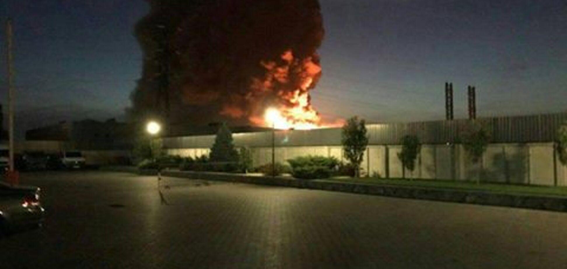 Мільйони доларів збитків: з'явилися деталі пожежі на заводі на Київщині