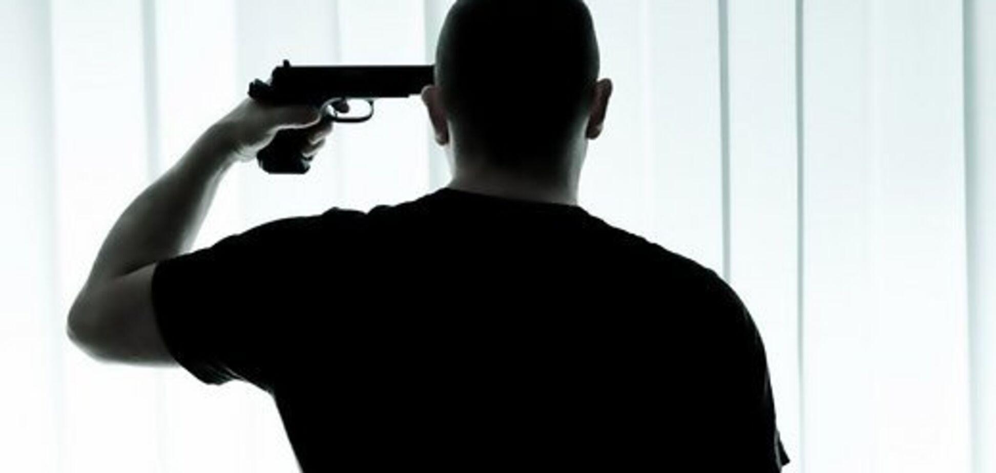 В Николаеве мужчина выстрелил себе в голову и выжил
