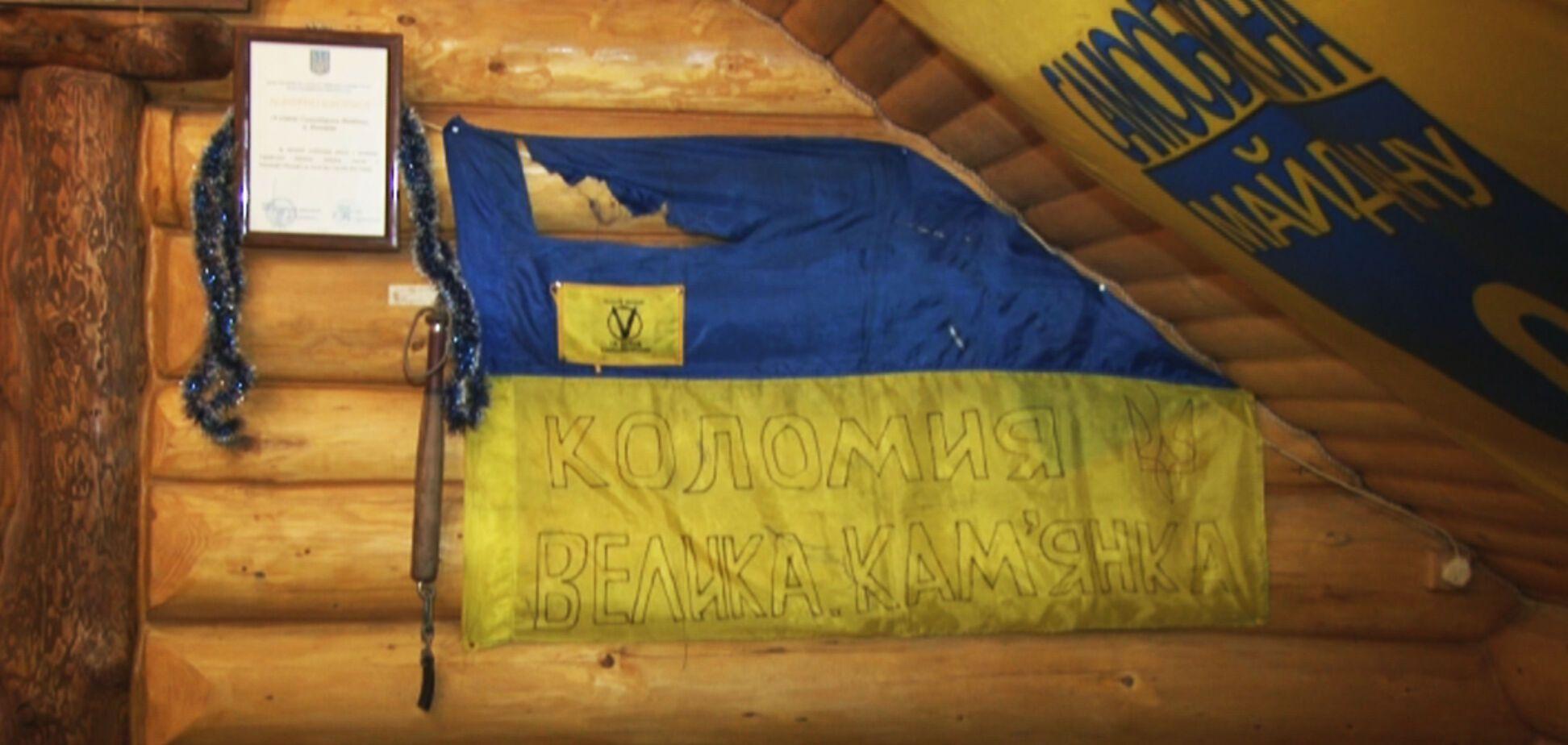 На Прикарпатье посетители кафе сорвали со стен флаги Украины, забыв о видеонаблюдении