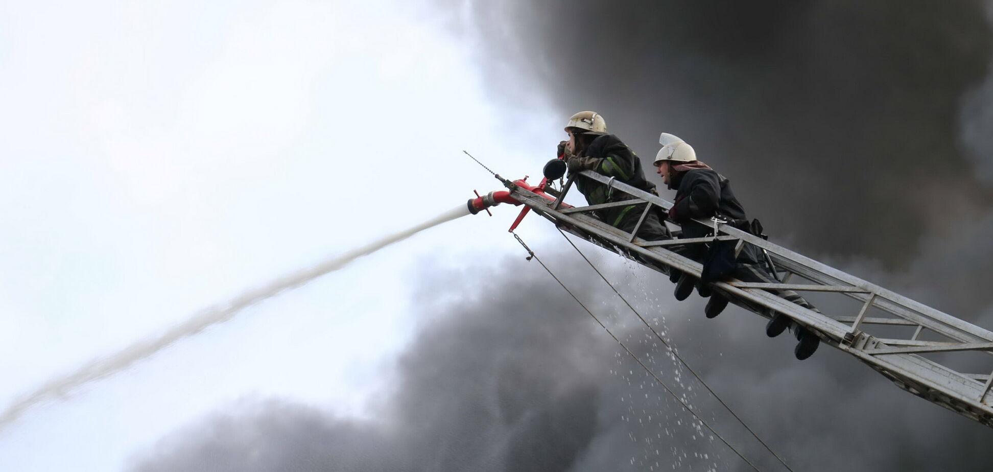 Гасили 70 осіб: в Харкові спалахнула масштабна пожежа