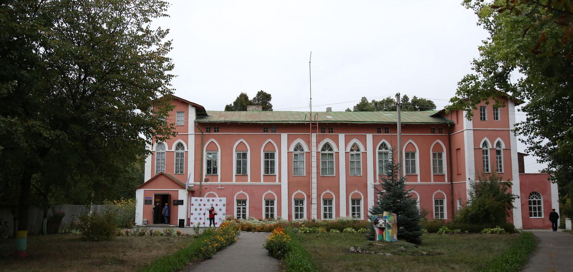 На Харьковщине переданный в залог музей с картинами Пикассо и Малевича вернули громаде – Светличная