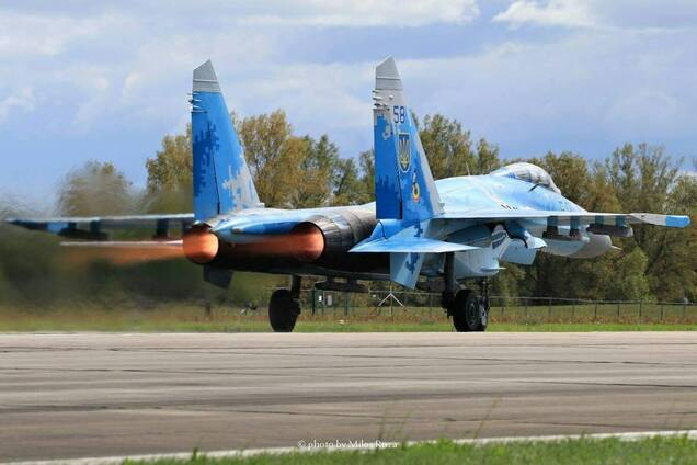 Высший пилотаж: украинский военный летчик стал звездой международного авиашоу