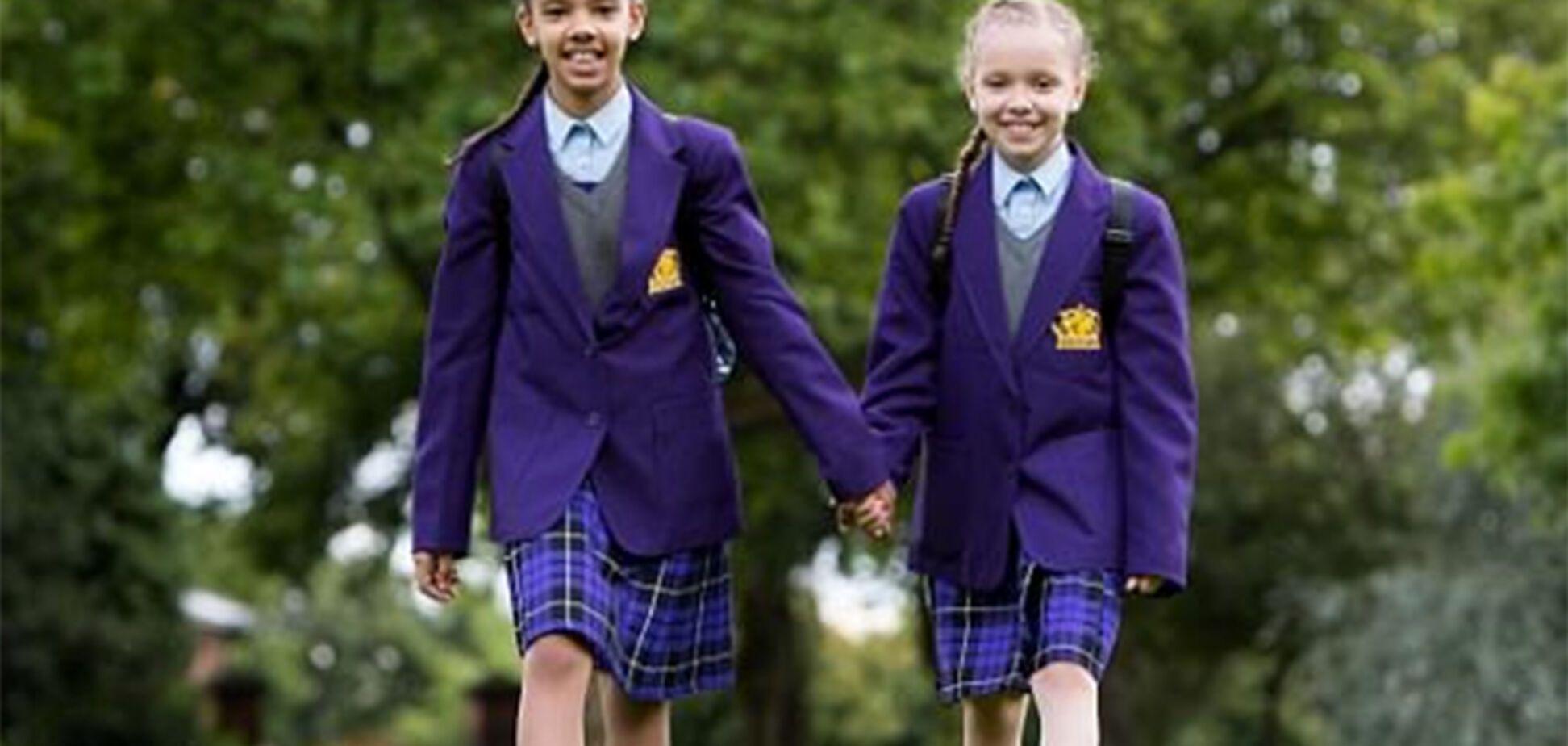 'Не вірять, що ми близнюки' - близнюки з різним кольором шкіри ростуть уБританії