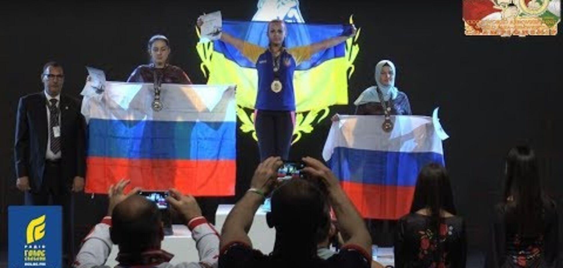 Юна українка виграла чемпіонат світу з армрестлінгу, перемігши у фіналі росіянку: опубліковано відео