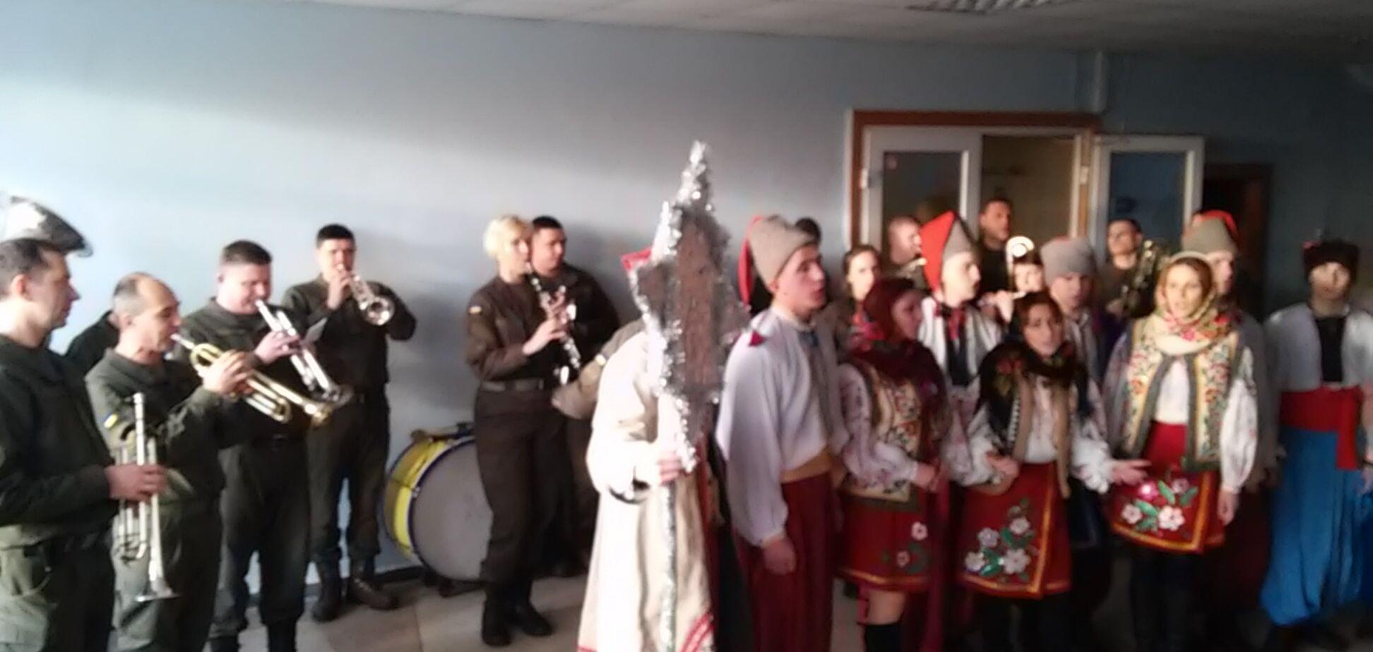 В Запорожье полиция и Нагвардия пели и плясали (ФОТО, ВИДЕО)