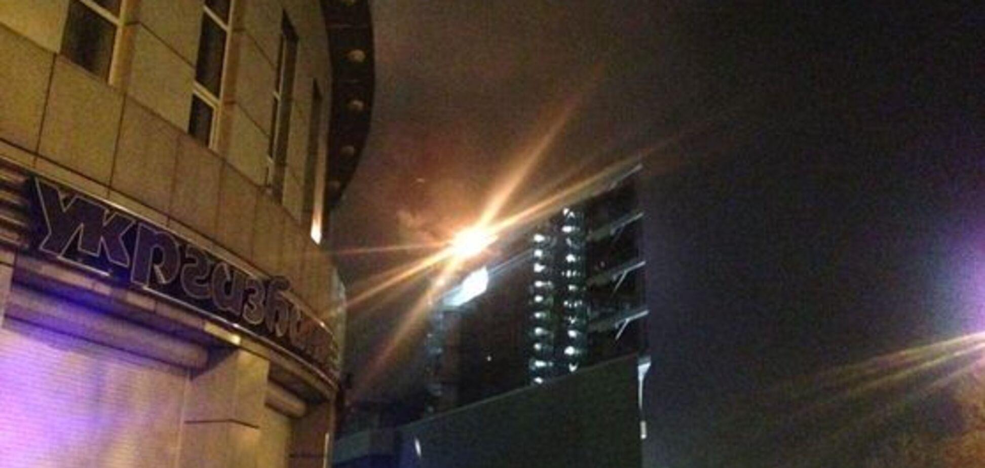 Потужна пожежа охопила популярний торговий центр в Києві: опубліковані фото і відео