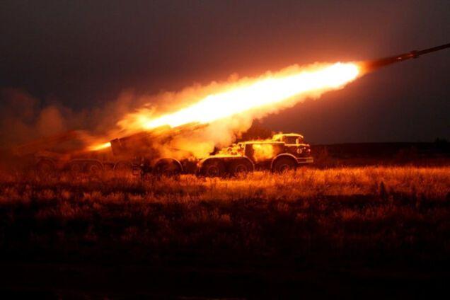 Реактивная смерть: ВСУ показали ужасающие ночные удары артиллерии. Видеофакт