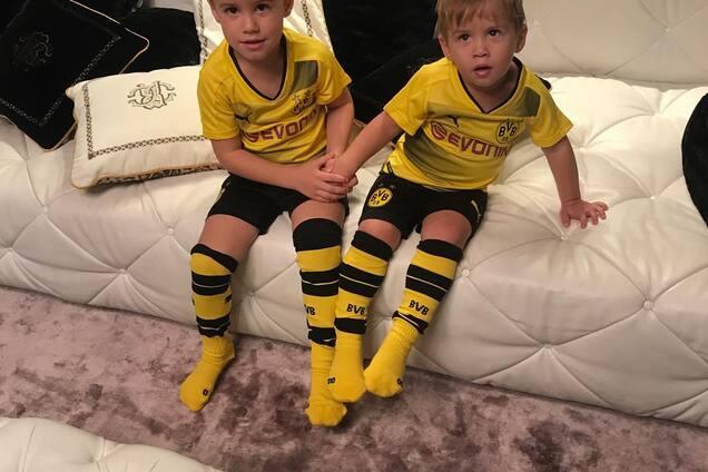 Ярмоленко сыграл в футбол с сыном и мамой