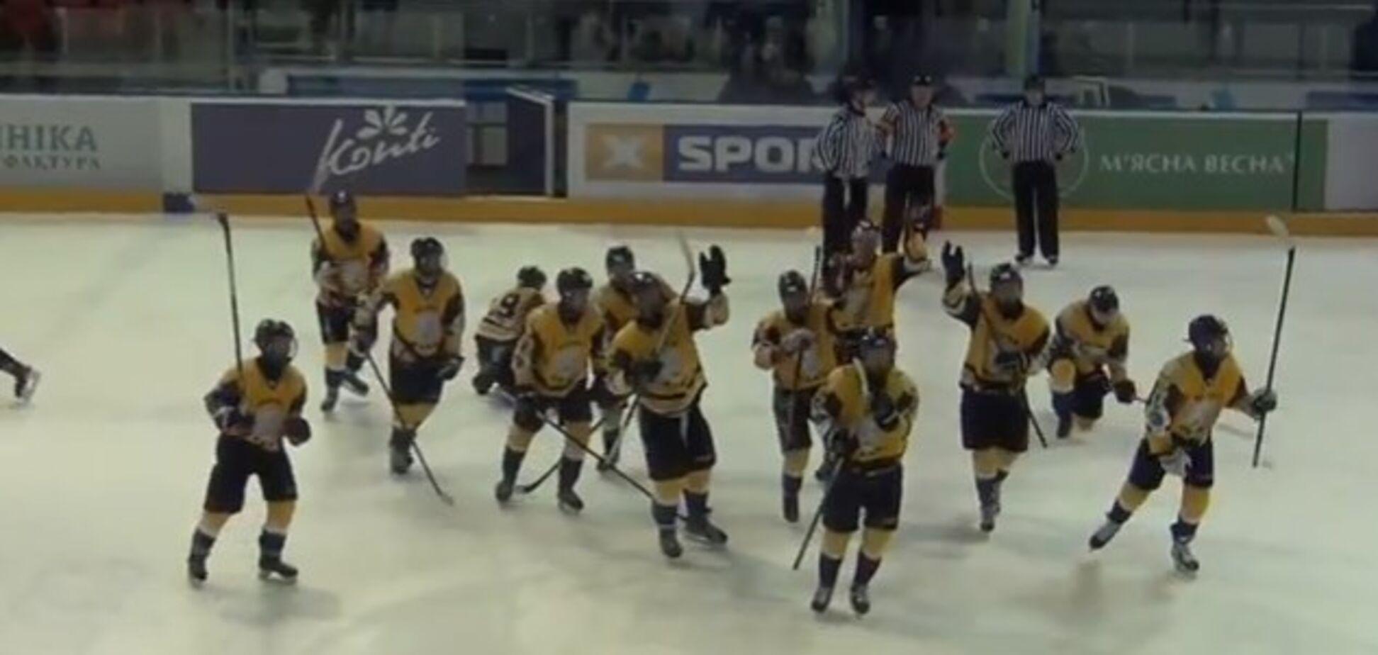 Потішили навіть суддів: українські хокеїсти влаштували дике святкування на майданчику - опубліковано відео