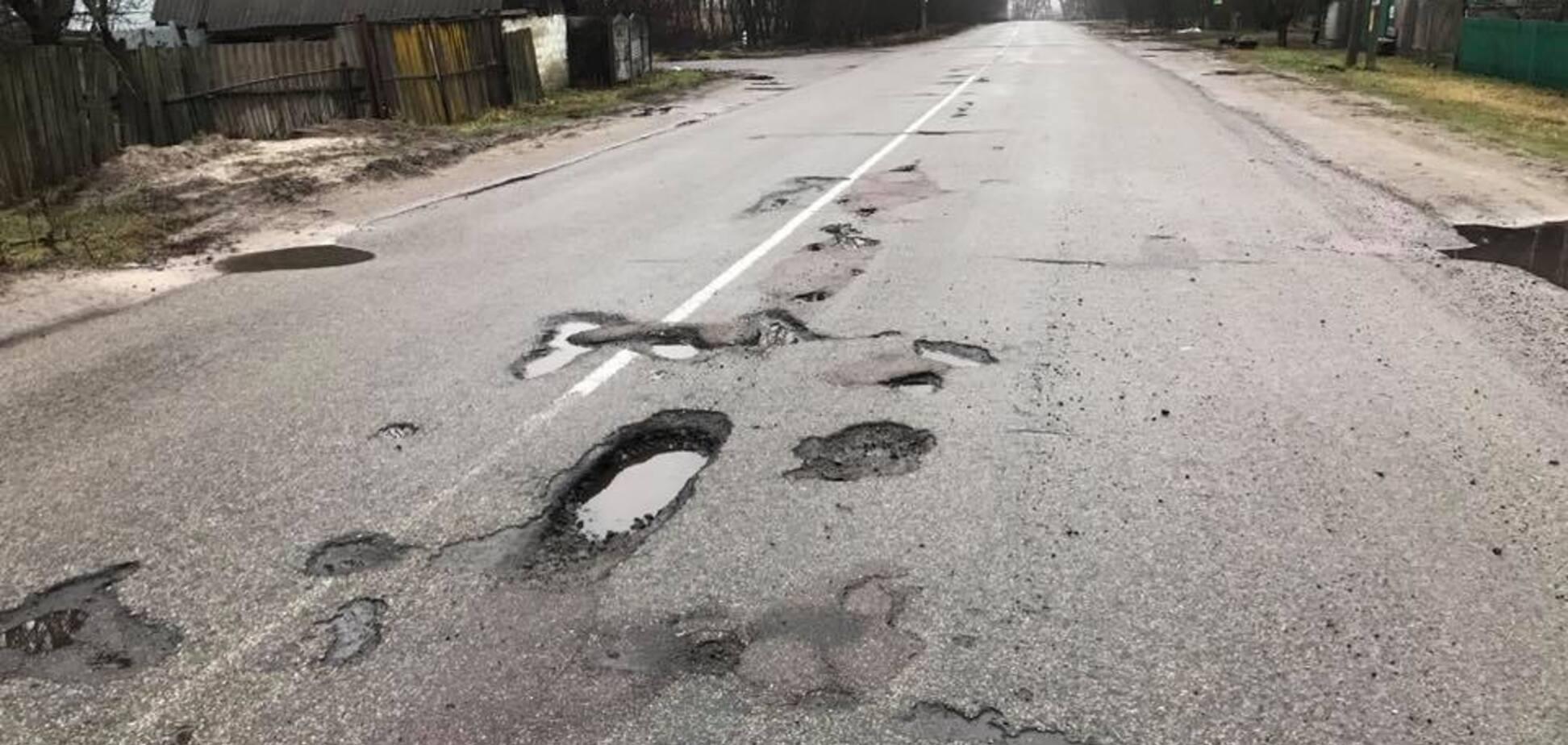 В Раде подняли скандал из-за жуткой дороги под Киевом: ответ местных властей