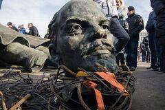 Чудотворные мощи Ленина: священник пояснил, какой 'святой' лежит в мавзолее