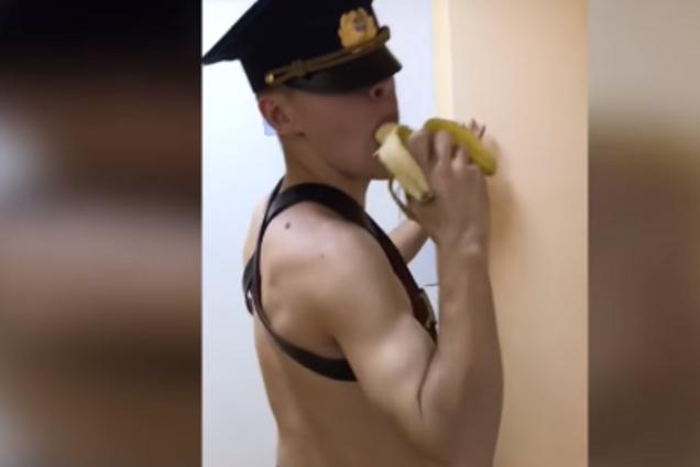 Бананососы: российские курсанты сняли провокационный голый клип