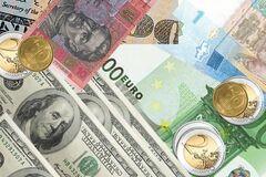 Падіння гривні: що буде з курсом валют